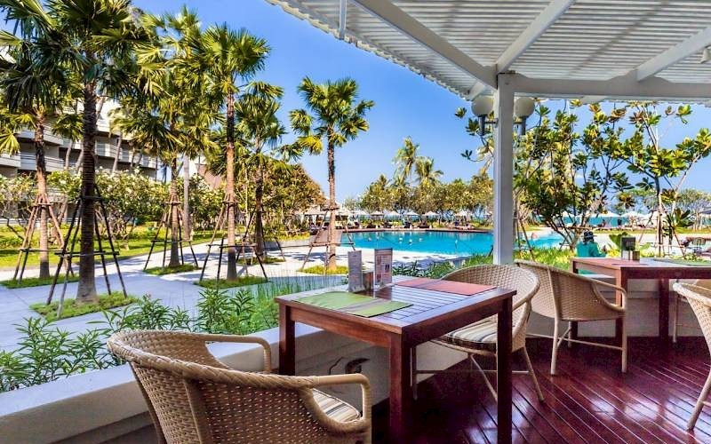 The Regent Beach Resort terras