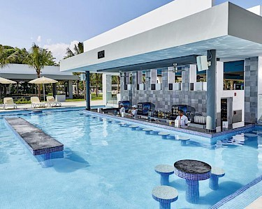 RIU Tequila poolbar