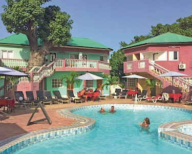Baobab Holiday Resort zwembad