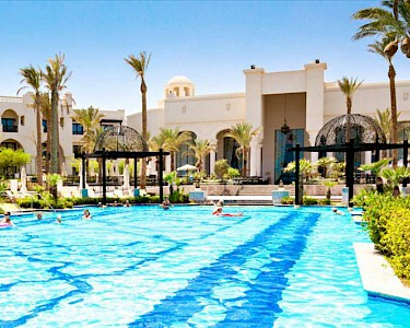 Hotel RED SEA The Palace zwembad