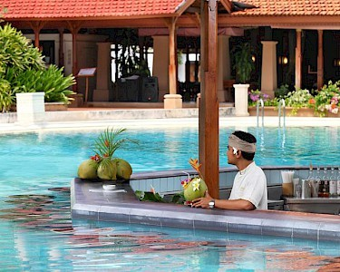 Bali Tropic Resort & Spa poolbar